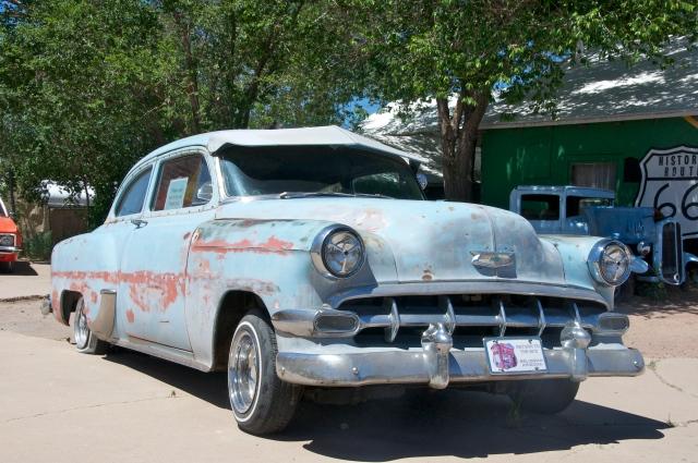 Carro antigo na Rota 66