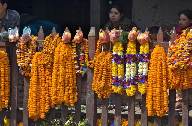 Vendedoras de flores no centro de Katmandu