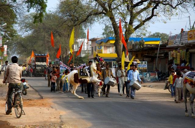 Festival religioso na estrada para Khajuraho