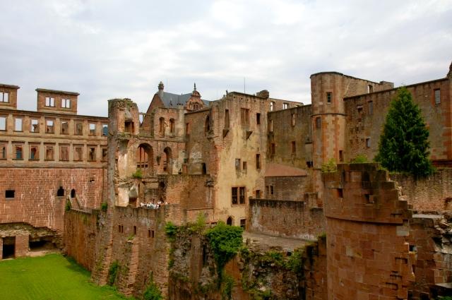 Um conjunto de edifícios compõe o complexo do Castelo de Heidelberg