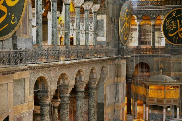 A riqueza no interior da Santa Sofia