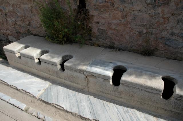 As latrinas coletivas em Éfeso