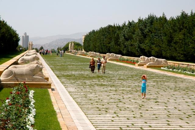 A passarela de acesso ao Mausoléu de Atatürk