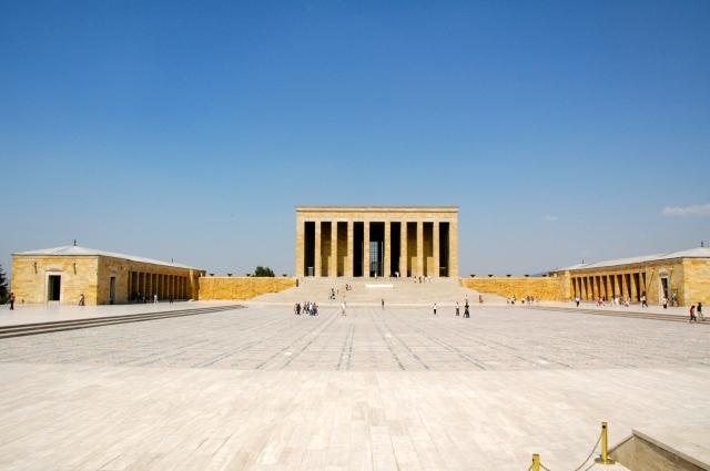 A Grande Praça em frente ao Mausoléu de Atatürk