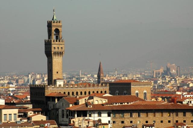 Vista panorâmica de Florença com o prédio da Galeria Uffizi.
