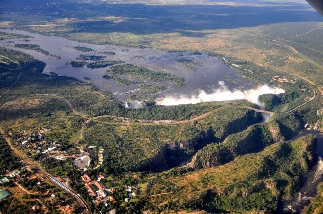 O Rio Zambeze cai numa garganta profunda