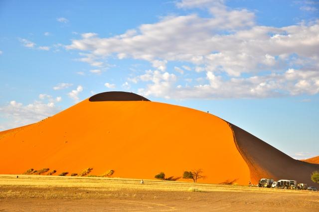 As maiores dunas chegam a 350m de altura.