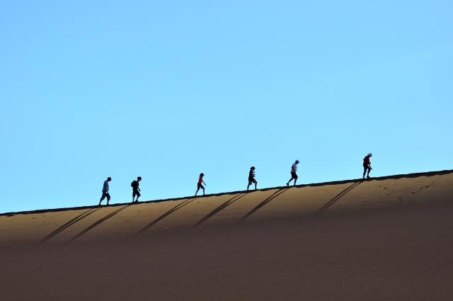 Subindo pela crista da duna.