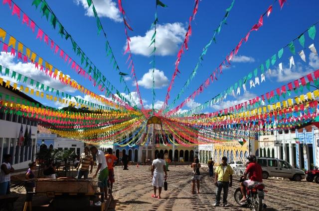 A cidade decorada para o São João.