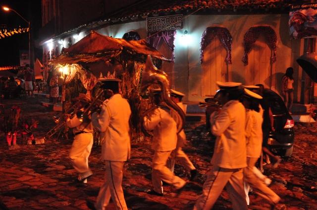 Banda musical animando o São João de Mucugê.