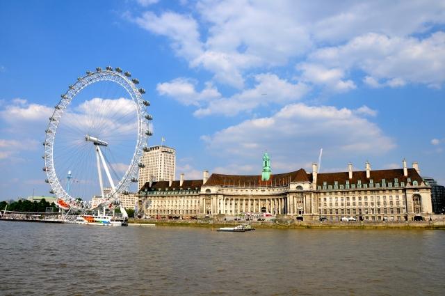 A London Eye vista a partir da Ponte de Westminter