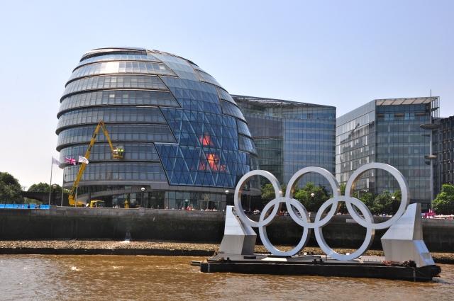 A prefeitura de Londres nas margens do Rio Tâmisa
