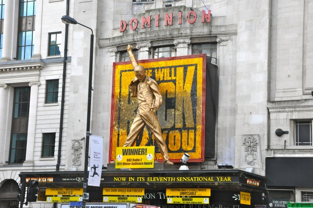 A peça We Will Rock You no Dominion Theatre