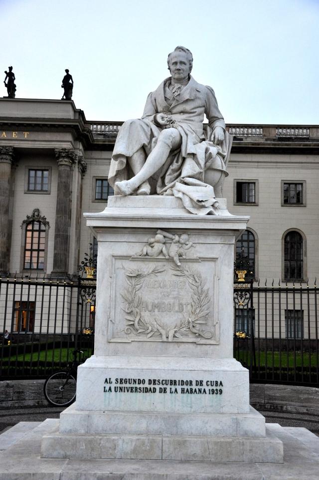 Estátua em homenagem a Humboldt.