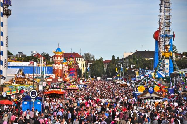A Oktoberfest reúne multidões.