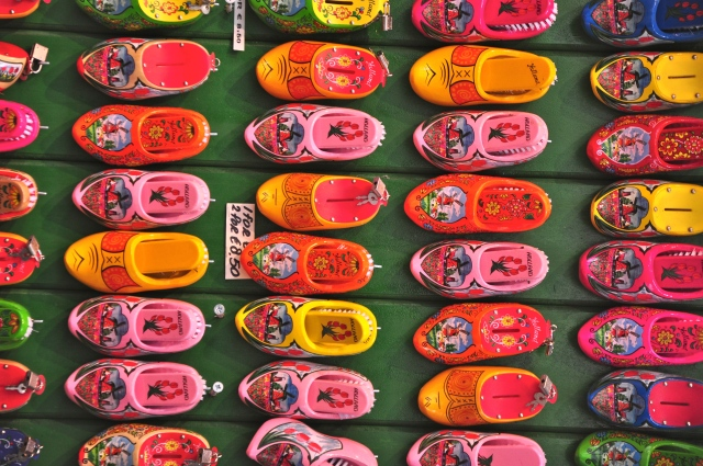 Os tamancos coloridos de Amsterdam.