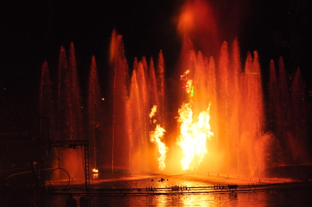 Um espetáculo de fogo e água.
