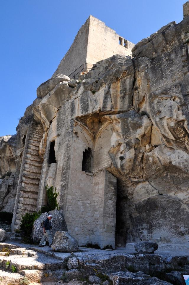 Parte do Castelo de Les Baux foi esculpido na rocha.