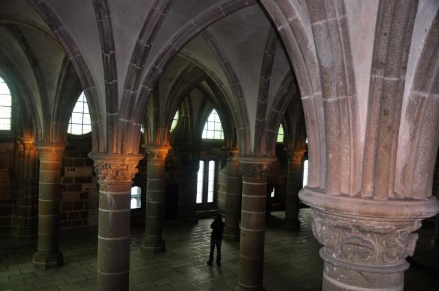 Os arcos góticos sustentam a estrutura da abadia.