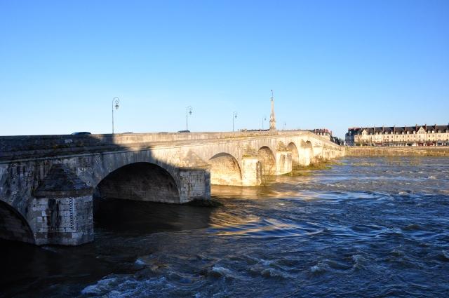 Ponte sobre o Rio Loire em Blois
