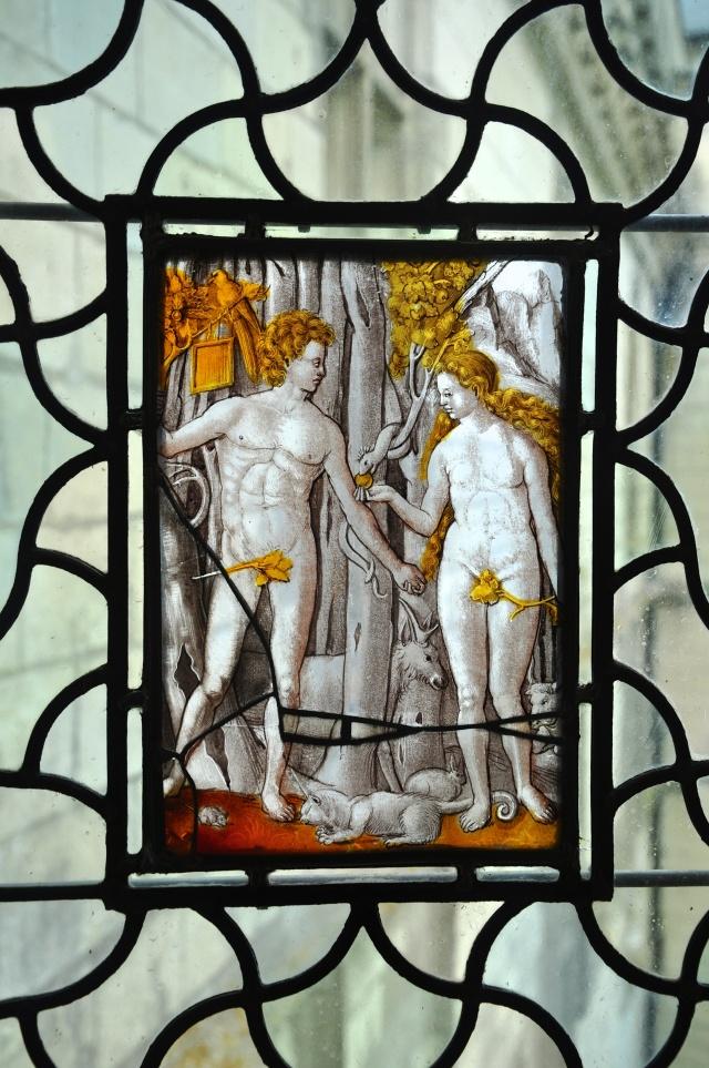 Lindo vitral de Adão e Eva no Castelo de Chaumont