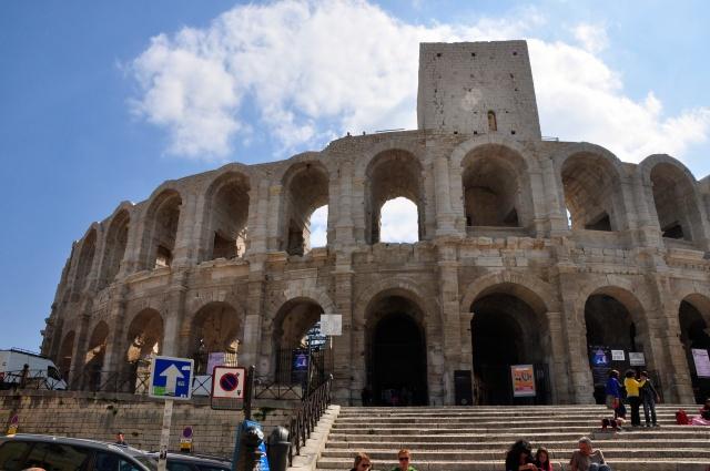 As colunas de sustentação do anfiteatro romanoAs colunas de sustentação do anfiteatro romano