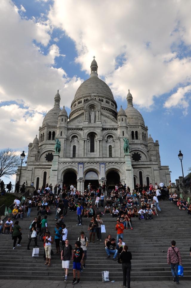 A escadaria da Basílica de Sacré-Coeur
