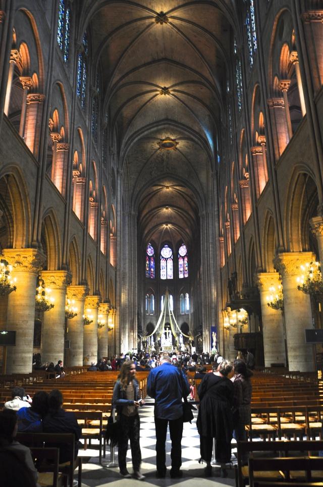 O interior da Catedral de Notre Dame