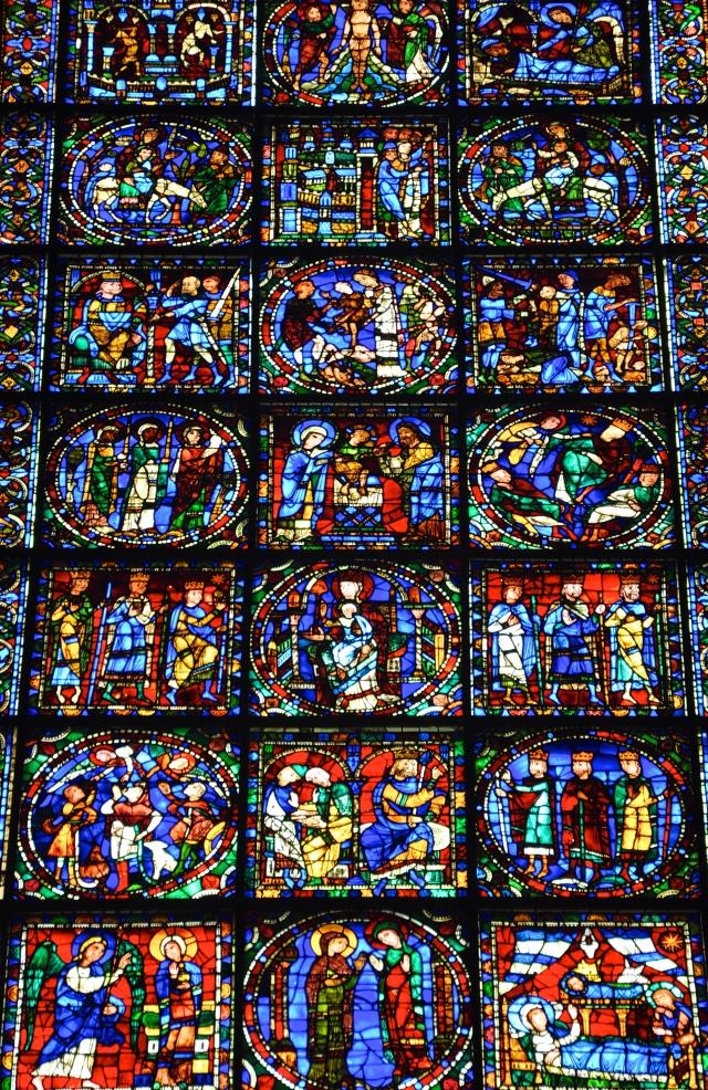 O vitrais de Chartres contam histórias da Bíblia.
