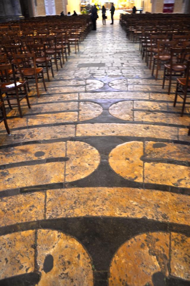 Detalhes do labirinto de Chartres.