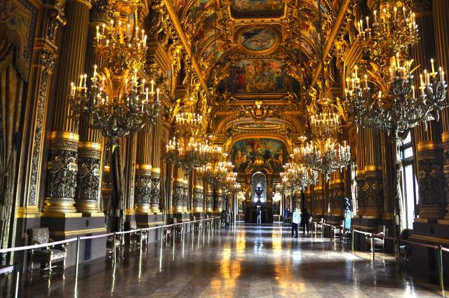 O interior da Ópera Garnier.