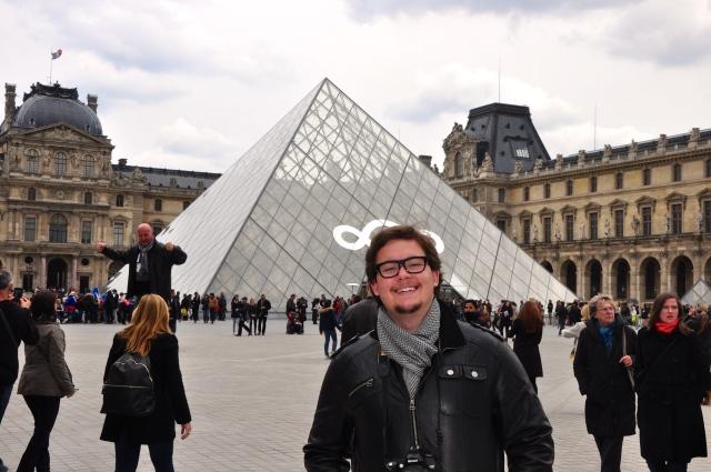 A belíssima Pirâmide de Vidro do Museu do Louvre