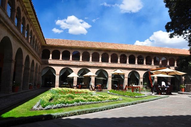 O claustro do antigo seminário San Antonio Abad