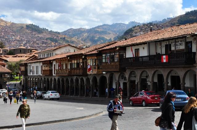 As casas com balcões é uma das características de Cusco.