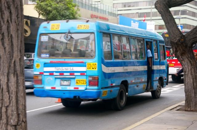 O transporte público em Lima é caótico.