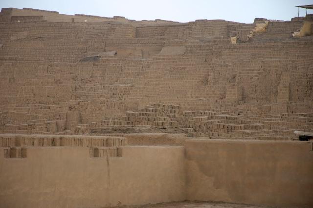 A pirâmide de adobe de Huaca Pucllana