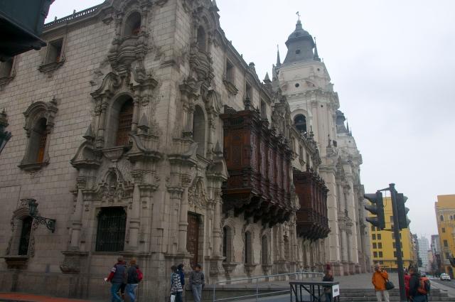 Os balcões sacados são característicos da arquitetura colonial de Lima.