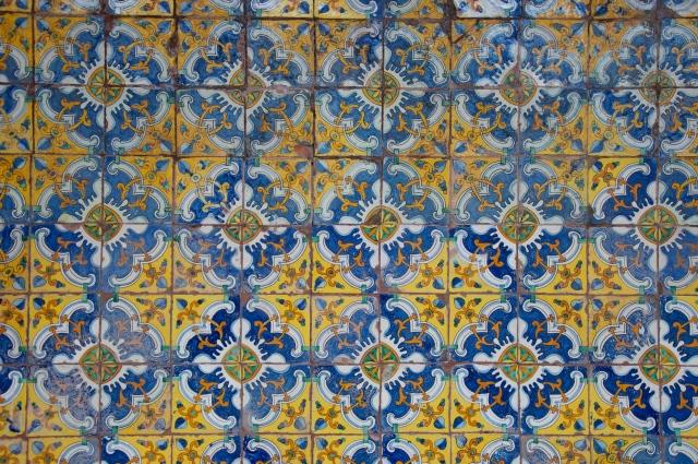 Os belos azulejos de Sevilha.