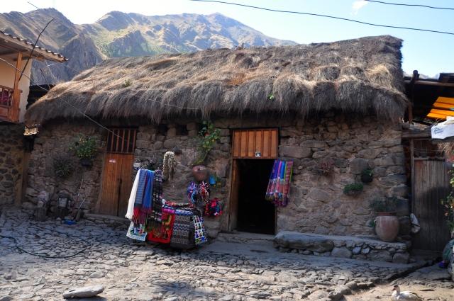 O pátio de uma típica casa inca de Ollantaytambo