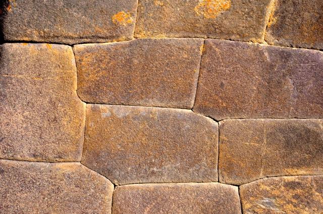 O perfeito encaixe das rochas.