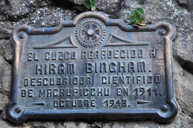 Placa comemorativa em homenagem a Hiram Bingham