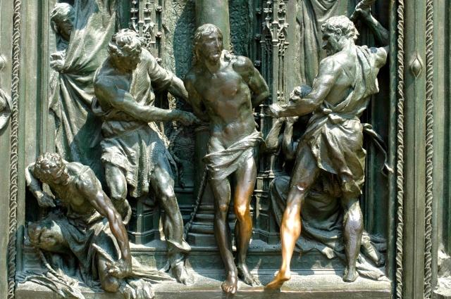 Baixo-Relevo na porta da Catedral de Milão.