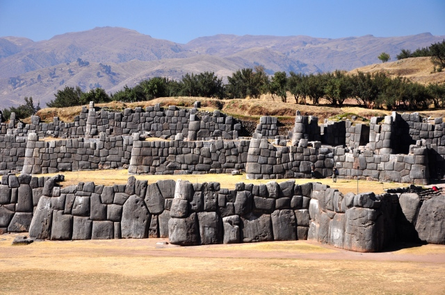 As muralhas eram construídas em zigue-zague