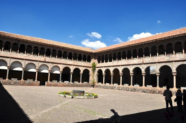 O Cláustro do Convento de Santo Domingo, onde ficava Koricancha
