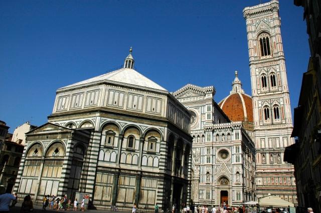 O prédio do Batistério do Duomo de Florença.