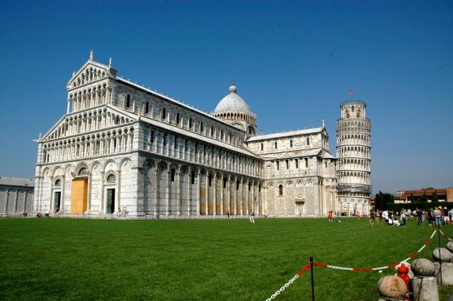 O Campo dos Milagres com o Duomo de Pisa