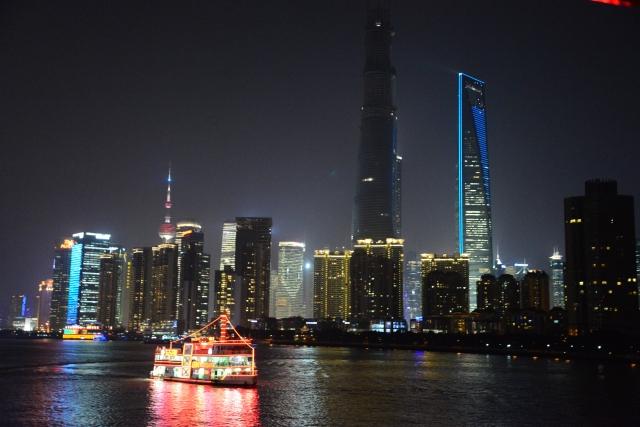 A imponência dos arranha-céus de Shangai.