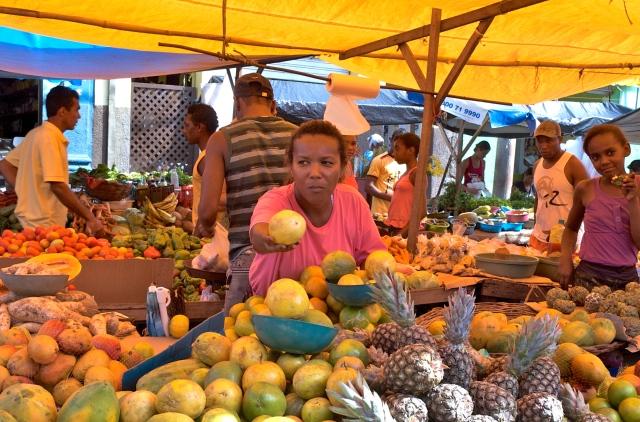 A feira de Cachoeira atrai gente de vários municípios.