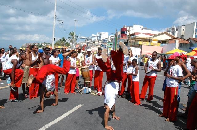 Roda de capoeira na Festa do Rio Vermelho.