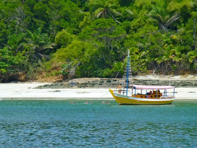 O excelente banho de mar na Ilha dos Frades.